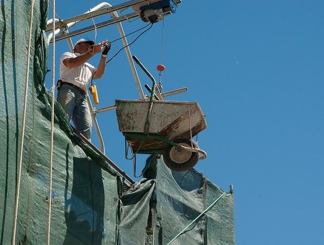 bonne tenue du maçon sur le chantier